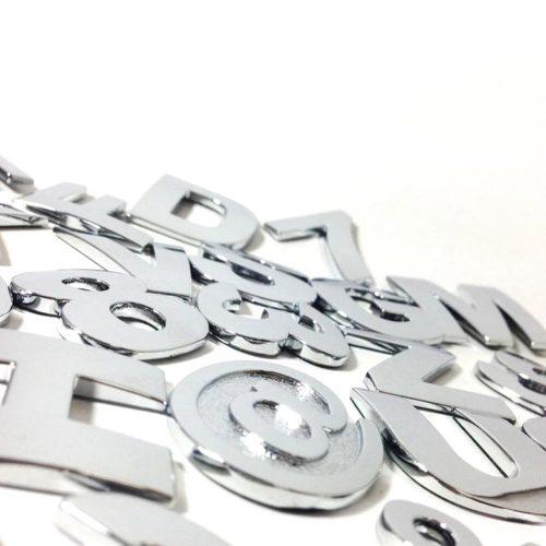 Betű/szám króm matrica, 29x29mm